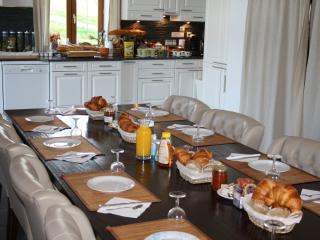 de ontbijttafel (incl. in kamerprijs)