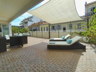 Stylish Cannes, sleeps 6 + large terrace + parking