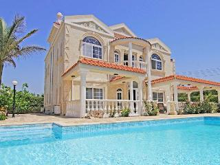 exclusive villa with 5 bedrooms