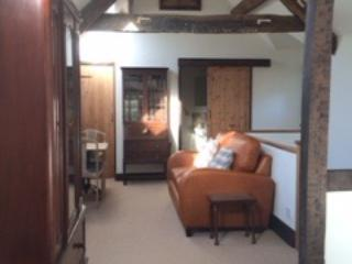 Wonderful Cottage on the delightful River Coln