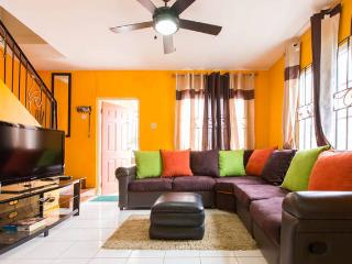 TropiCasa II - 2BD/2.5BR - Kingston
