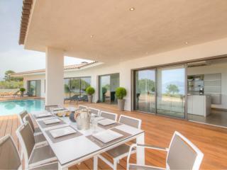 Villa luxe pieds dans l'eau avec piscine et vue