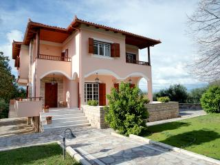 Stylish Greek Villa family-friendly, Kyparissia