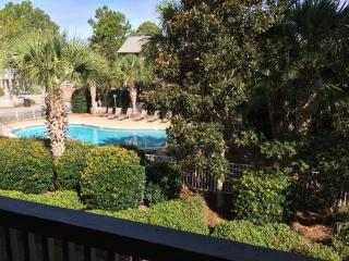 Pool View!!  300 Yards to Beach! Offers Nature Trails, Lake, Tennis, Free Bikes!