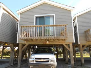 Cozy Oceanfront Studio on Stilts, Perfect for 2