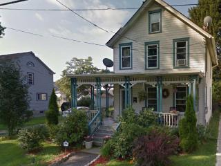 Lovely Victorian Home, Walk to Town, Train to NYC, Beacon