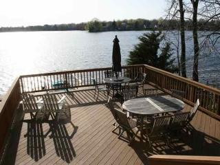 Beautiful Lakefront Home on Okauchee Lake, Nashotah