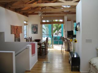Architectural Gem & Opt. Guesthouse, Bike 2 Beach!, Los Angeles