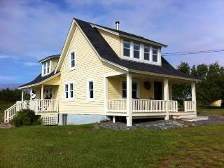 Country charm with magical Maritime view, Lunenburg