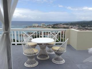 Cosy Ocho Rios Two Bedroom Townhouse & roof deck