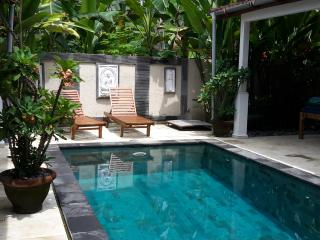 private villa close to town and beach, Candidasa