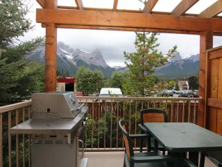 Private deck with fabulous views and gas BBQ