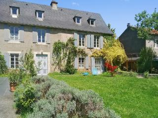 Luxury gîte with mountain views, La Barthe-de-Neste