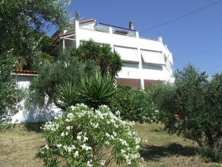Country Villa overlooking the Ionian Sea-Sleeps 11, Zacharo