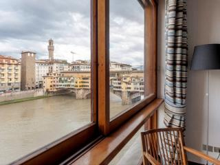 NEW! Stunning view of Ponte Vecchio! Wi-Fi, A/C