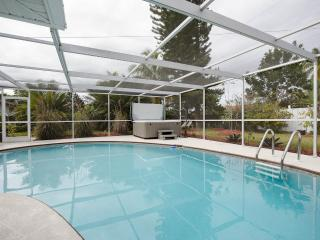 Bonita Springs Bungalow with Heated Pool -3 minutes to Ocean $ 850. per week !