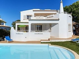 Villa Gale, private pool, next to the beach, Guia