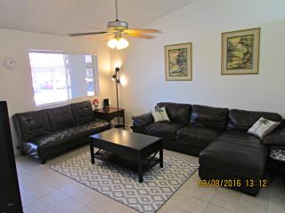 3BR Townhouse, Walk to Downtown Chandler