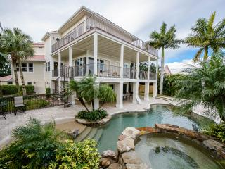 █ Tropical Island Hacienda █ Bayfront Luxury Estate, Fort Myers Beach