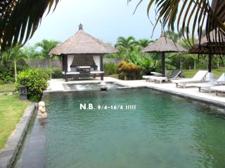 Villa Lagu, luxury beach villa with pool/ jacuzzi