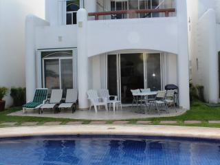 Luxury Playacar Villa Great Location Walk to Beach, Playa del Carmen