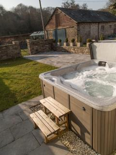 Garden area with hot tub