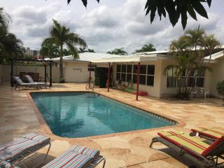 3 Blocks to Beach - Resort Property - Heated Pool, Lauderdale by the Sea