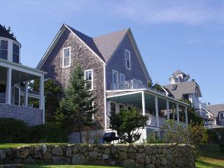 Oak Bluffs  Victorian-Nantucket Sound Views from every room!