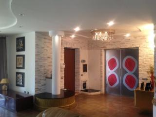 Due appartamenti in villa presso sabaudia, Sabaudia