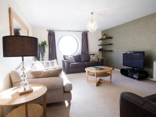 Fantastic Spacious Riverside Apartment