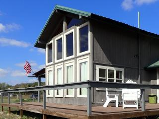 Oscar's Cabin - Sleeps up to 8 - White River View