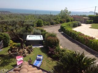Great villa sea view, garden, jacuzzi