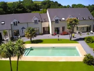 Room with sea views and heated pool, Llansteffan