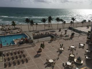 Condo 2 Bdm+2 Bath, ON the Beach-OCEAN VIEW Furnis