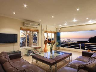 Modern, Spacious Sea View Villa in Camps Bay - Atlantic Six