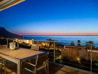 Luxurious Sea View Villa in Camps Bay - Ocean Bliss