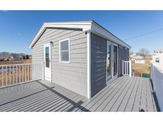 Top floor 1 bedroom condo across from north beach, Hampton
