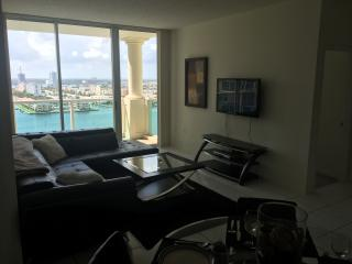 beautiful corner unit with water view, top floor, Sunny Isles Beach