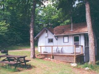 Maple Cottage - Walker Lake Resort, Huntsville