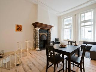 Romantic & Historical apartment, Amberes