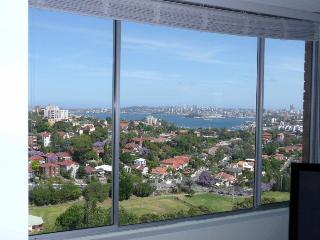 WY607 - Refurbished, neat, tidy studio with views, Neutral Bay