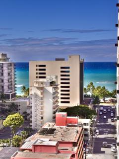 Waikiki beach just 2 block way . Walk within 2 min .