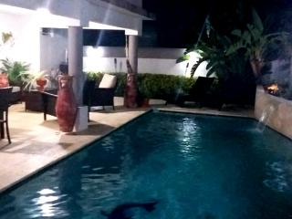 Cozy house with BBQ and Private Pool, Bayamon