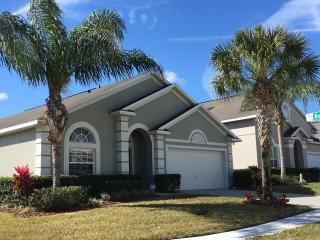 Immaculate 4 bedroom/3 bath pool mins to Disney, Clermont