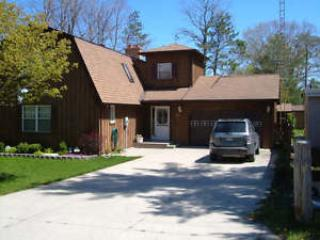 Beautiful Cottage a short strole to the beach!, Grand Bend