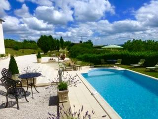 Beautiful home. Stunning views with  private pool, Plazac