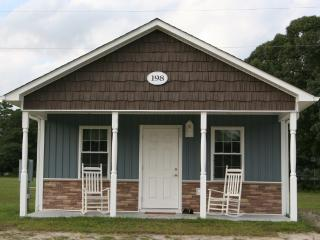 Moonlight Lake RV Park and Cottage-Suite, New Bern