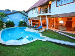Villa Dolphin 2 Large Beds Seminyak Bali Indonesia