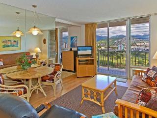 Free Parking, Full Kitchen, & Panoramic Mt Views!, Honolulu