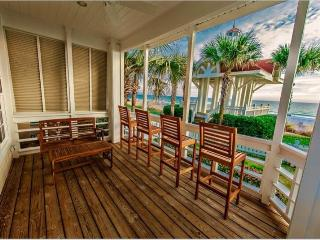 Surfin Sea: Gulf Front Home, Carriage House, Private Pool, Pet Friendly!